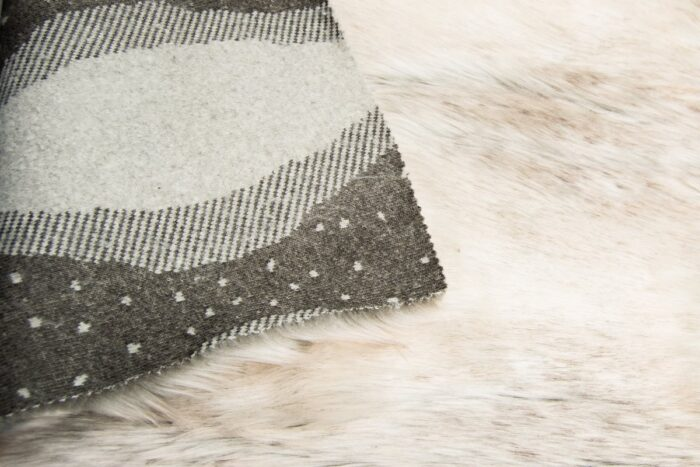 Faux fur by the metre Luxury beige/white wolf faux fur fabric by the meter – 7539 Snow Fox