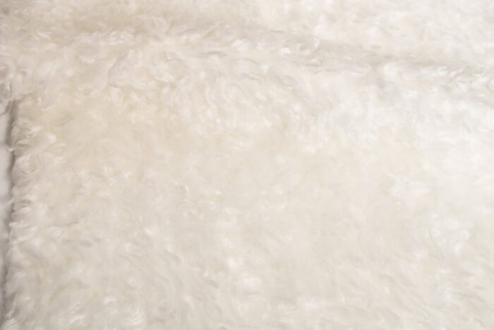 Budget faux fur Low price ecru curly faux fur – AC444 Ecru